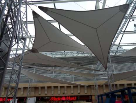 Metal sail construction in the St. Lambert gallery in Liège